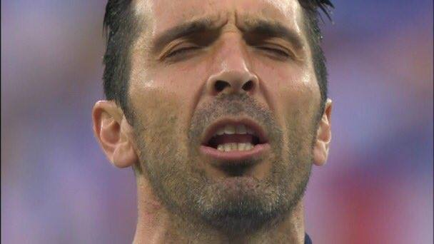 Buffon singing